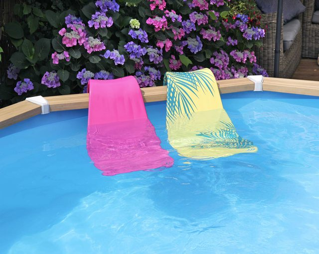 Aqwarana pool seats in different colors